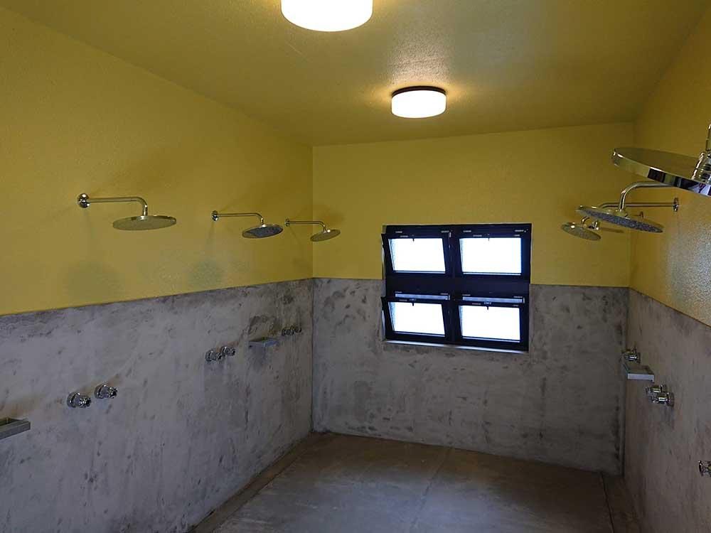 富戸のシャワー室